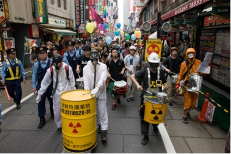 Figure 2: Anti-nuclear demonstration in Shinjuku, June 6, 2011. Photograph by Masahiko Murata (kai-wai-jp). Retrieved September 3, 2011, from http://kai-wai.jp/2011/06/611-2.html